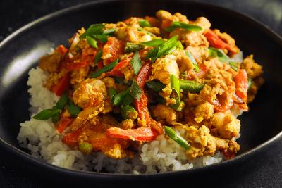 pollo-con-curry-y-arroz-blanco
