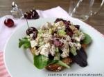 Ensalada de pollo y tomates cherry con semillas de amapola